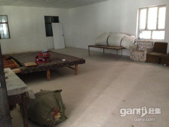 托克逊县煤矿路纺织厂旁边700平房子对外出租-图(5)
