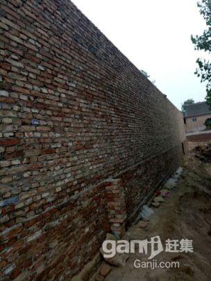 卖独院农村的一套院子现有老式瓦房子三间-图(2)
