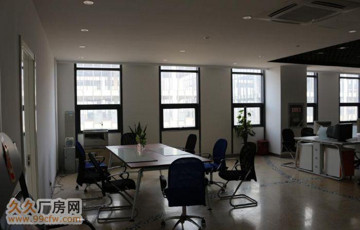 沈阳博通置业有限公司,隶属于江苏博通投资实业有限公司,成立于2010年8月,现分布在南京、沈阳、合肥、禹城、济南、辽阳、芜湖(江南、江北)、盐城、淮南、乌鲁木齐等。全国布局十个城市十一个产业园区。总投资规模近200亿。是一家集工业地产开发,特色工业地产服务为一体的综合性集团公司。 项目位于沈阳市于洪区沙岭镇,南临102国道、东临四环路、距离市中心15公里。 周边带有501公交车、联友物流、中外运物流、广济医院、沙岭市场、荣信广场。位置优越,是近郊规模最大的工业园位于沙岭核心地带。 项目占地面积27万平方米