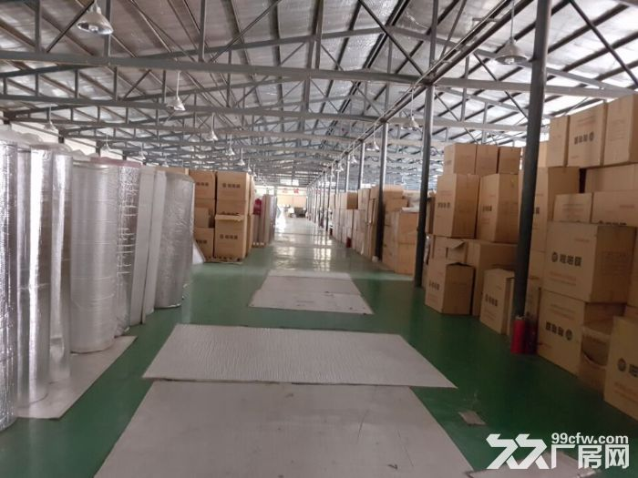 厂房彩钢结构,高度4.5米,厂房内部带有地坪漆