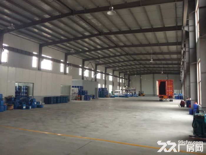 1、产品 (1).火车头式钢结构厂房单层钢结构厂房(层高10米)+框架结构办公(共2层,每层层高7.2米,可自行隔层)。 (2).框架结构厂房(34层),可分层可分栋出售。 (3).定制面积:4000以上;多层的优质客户可3000以上。 (4).代建面积:6000以上。 2.正规招拍挂工业用地绿证50年产权 园区道路78米宽,货车可行。绿化率20%30% 3.