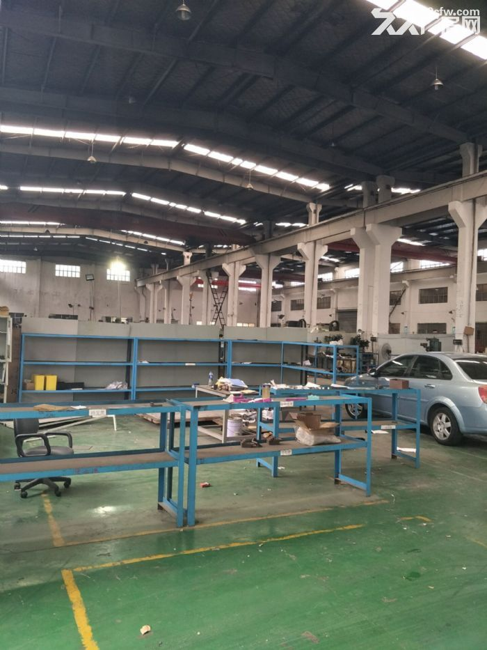 嘉定黄渡工业区3100平米独院厂房仓库出租!可分租高度12米带5吨行车6部-图(1)