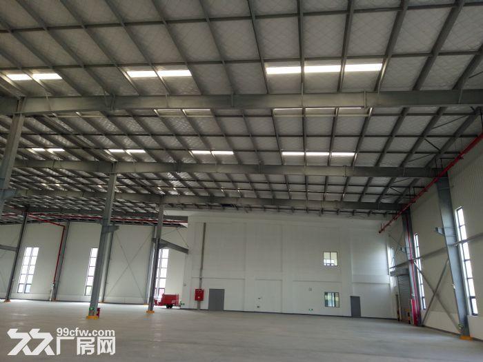 单层钢结构,彩钢板+保温棉屋面,设双层保温采光天窗,预留10t行车牛腿