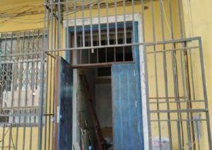 东方红小区临街一楼带百米地下室库房出租